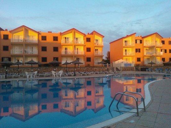 Apartamentos Roc Cala d'en Blanes Beach Club: Il villaggio