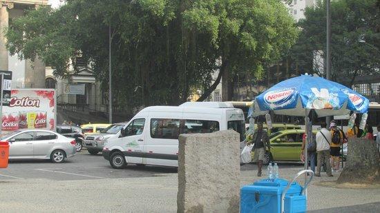 Statue du Christ Rédempteur : Vans de transporte ida y vuelta al Cristo