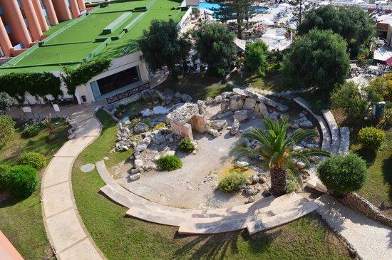Dolmen Resort Hotel: Temple