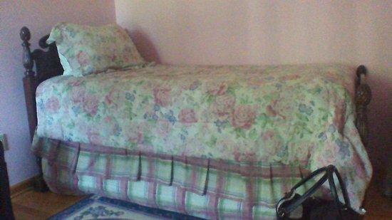 Phelps, estado de Nueva York: Trundle bed in Rose Suite bedroom 2