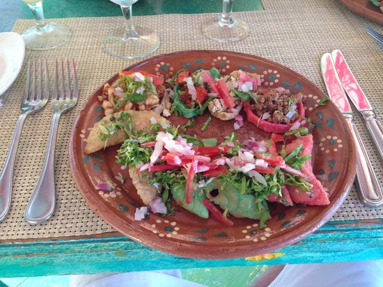Hacienda Tres Ríos: Mexican Finger Food on the La Lupita Boat