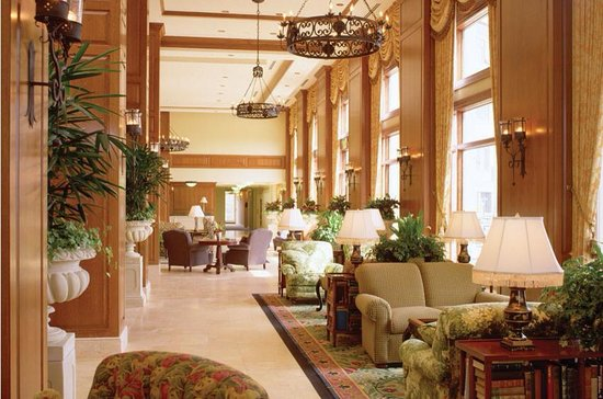 The Inn on Biltmore Estate: Very nice relaxing area to have a glass of wine or just relax and read