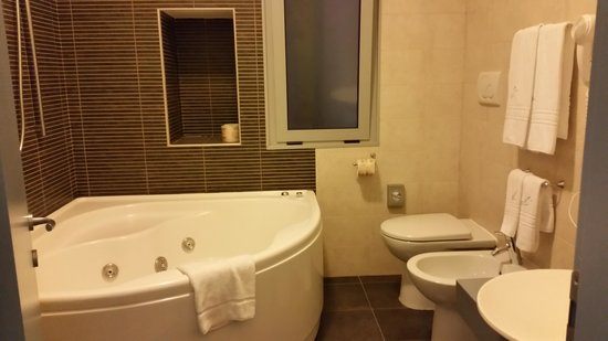 Hotel Arenella: Our bathroom