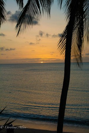 Villa Beach Cottages: Sunset view from balcony