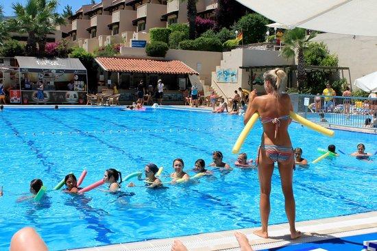 Labranda Mares Marmaris: Катя и гимнастика у бассейна