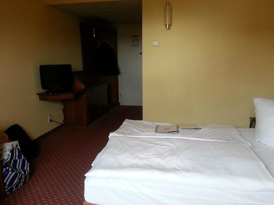 Quality Hotel Dresden West : Room