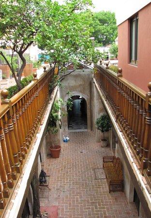 pretty courtyard Villa Herencia