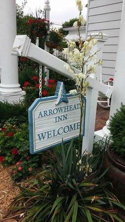 Arrowhead Inn: Welcome sign