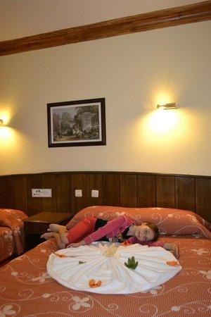 Fatih Hotel Kleopatra: вот такие фигурки нам лепили