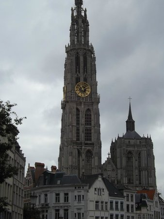 Liebfrauenkathedrale (Onze-Lieve-Vrouwekathedraal): cathedral from afar