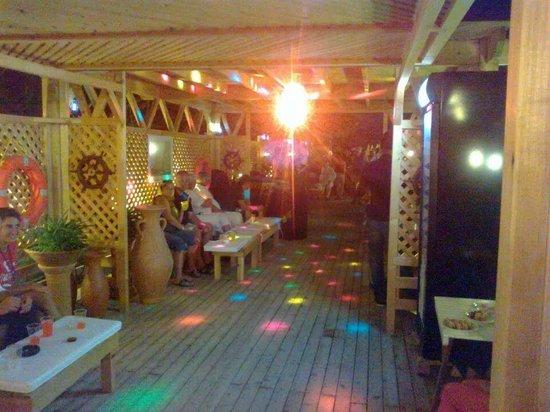 Imbat Hotel: Captains's Bar