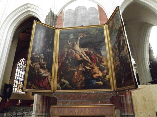 Liebfrauenkathedrale (Onze-Lieve-Vrouwekathedraal): art work on display