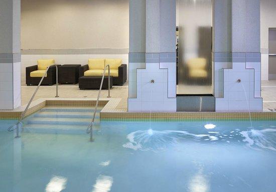 Homewood Suites by Hilton Halifax-Downtown, Nova Scotia, Canada : Pool