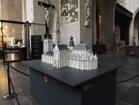 Cathédrale Notre-Dame d'Anvers : model of cathedral