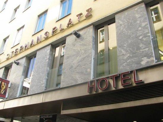 Hotel Am Stephansplatz: looking at hotel