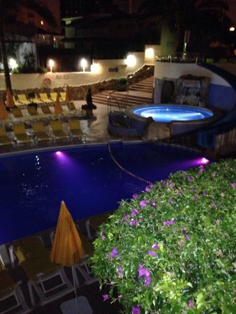 Hotel RH Princesa & Spa: Pool area at night - 15th June 2014