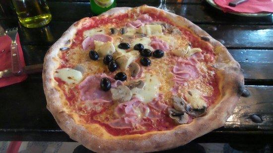 Nina pizzeria: Groß und gut