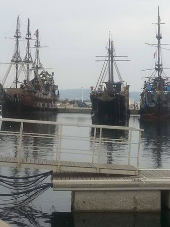 Vincci Flora Park: Pirate Ships at the Marina