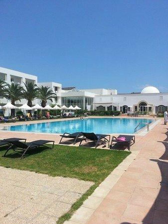 Vincci Flora Park: One of Three Swimming Pools