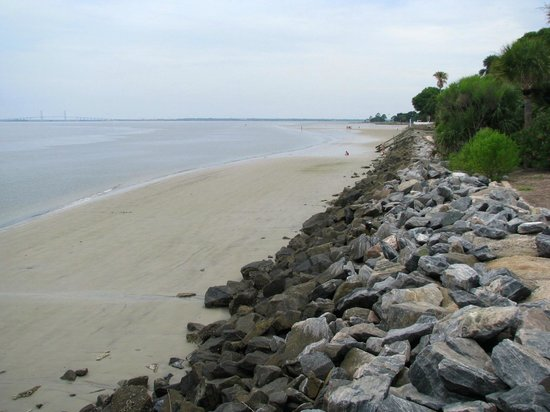 Fishing Pier: low tide exposes the beach area