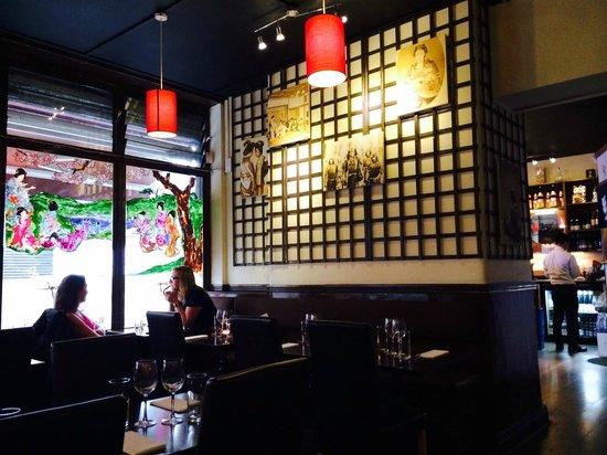 Banyi Japanese Dining: Cool restaurant decoration
