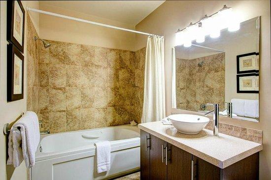 Sunrise Ridge Waterfront Resort: Bathroom