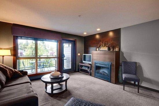Sunrise Ridge Waterfront Resort: Living Room
