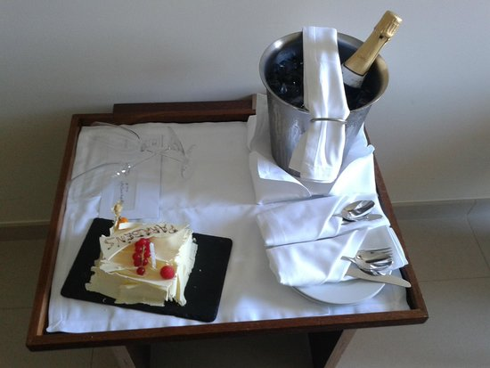Salgados Dunas Suites: Special birthday treat from the hotel