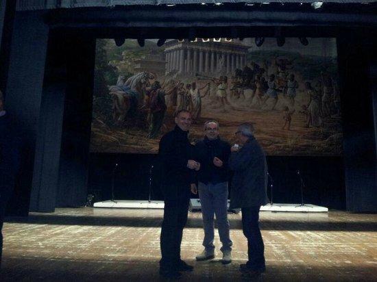 Casa Natale di Luigi Pirandello: vista del proscenio, con sipario rappresentante il valoroso atleta Esseneto