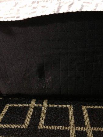 Fairfield Inn Hays: Dirty dust ruffle.