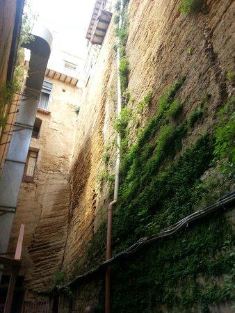 Casa Natale di Luigi Pirandello: parte interna della parete rocciosa da dove si ricavò il teatro