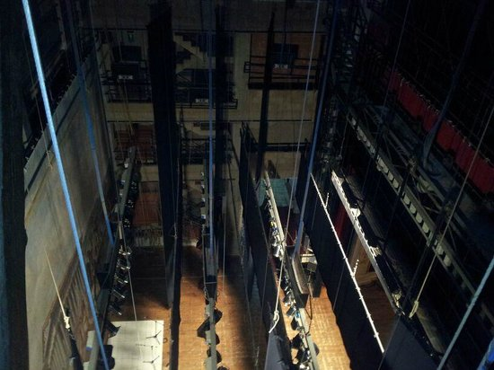 Casa Natale di Luigi Pirandello: movimenti dietro la scena per il cambio dei fondali