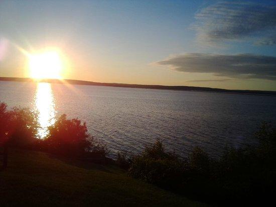 AmericInn Ashland: The sunset out my window!! AMAZING!!