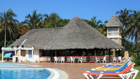 Hotel Tuxpan Varadero: bar extérieur piscine