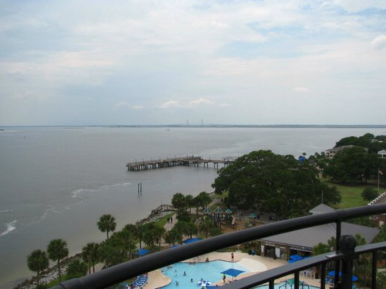St. Simons Lighthouse Museum: Fishing pier from the top