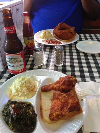 Gus's World Famous Fried Chicken : Gus's 2 piece plate