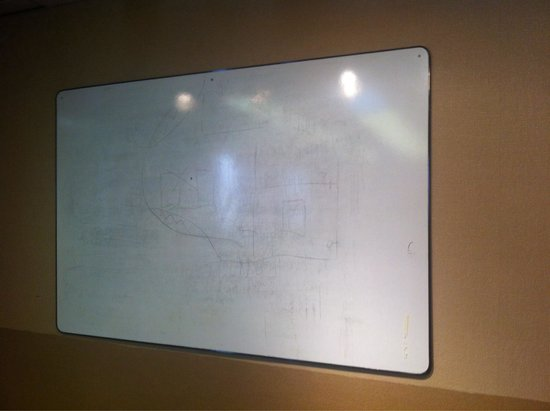 Days Inn Terrace: Grubby white board in the conference room