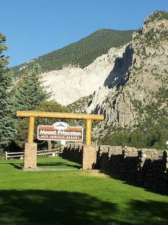 Mount Princeton Hot Springs Resort: Resort sign