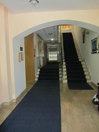 Hotel Komodor: Hallway with stairs leading to bedrooms