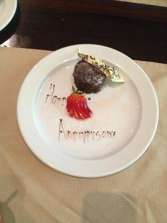 Valentin Imperial Maya: Anniversary dessert in room