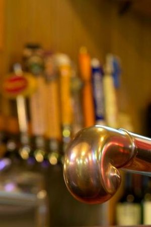Three Fingered Jack's Saloon: 9 beers on tap