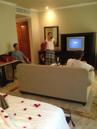 Valentin Imperial Maya: inside Deluxe Jr Suite (standard room)