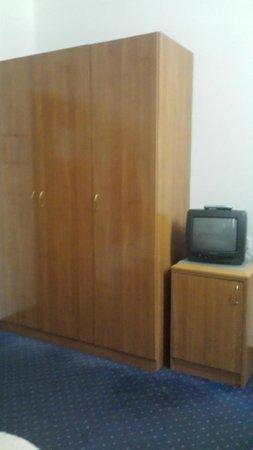 Hotel Komodor: Wardrobe space