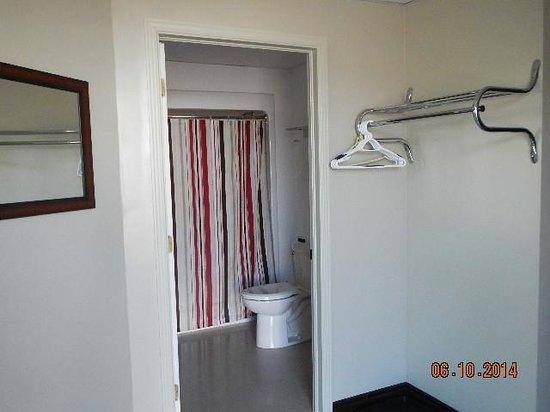 Happy Club & Motel: Entry