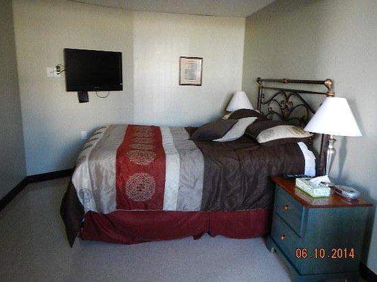 Happy Club & Motel: queen bed