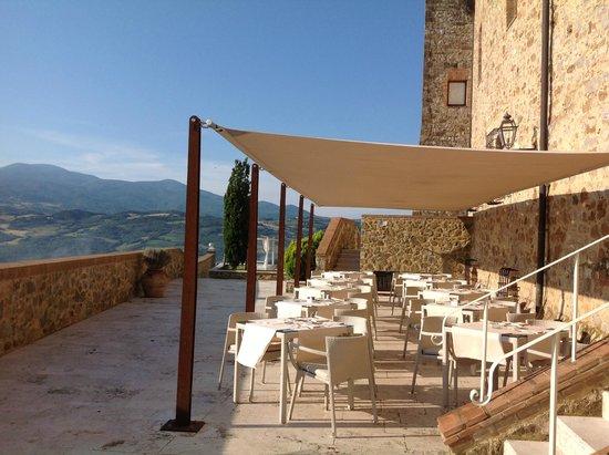 Castello di Velona Resort, Thermal Spa & Winery: Breakfast on the terrace