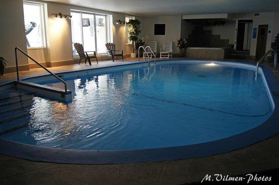 Hôtel Motel Le Châteauguay : piscine