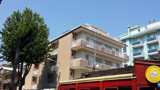 Hotel Montecarlo: struttura vista dall'esterno