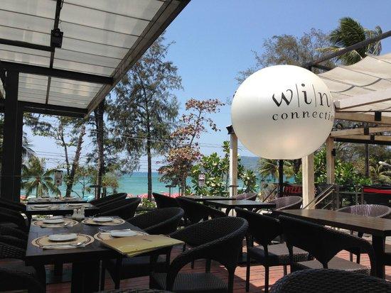 Wine Connection Deli & Bistro - Jungceylon, Patong Beach : ресторан (вид с нашего столика)