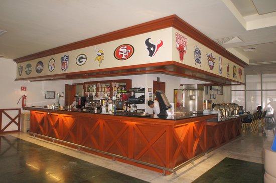 Grand Sunset Princess All Suites Resort : Sports Bar